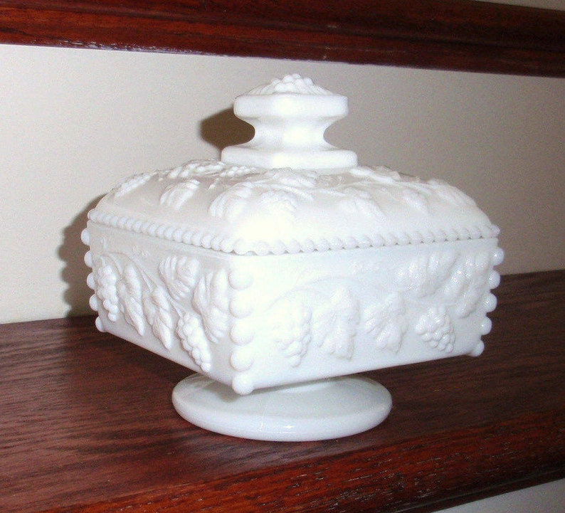 WESTMORELAND PANELED GRAPE Beaded Pattern 1881 Heavy Footed Covered Signed Candy Box Bowl Dish White Milk Glass Crystal Excellent Condition