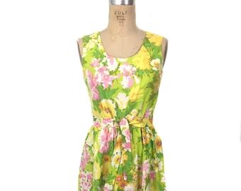 vintage 1970's floral sundress / spring pastels / summer dress / belted dress / women's vintage dress / size medium