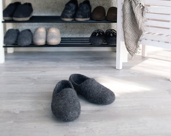 READY to SHIP in size EU35/us womens 5 Felt slippers dark gray organic wool no dye