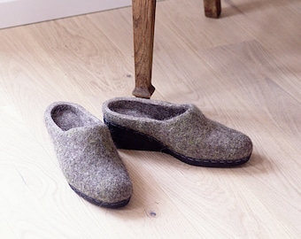 READY to SHIP Felted wool wedge clogs for woman in dark gray with moss coloured silk size EU39/us women's 8.5