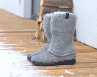 Winter boots for women from organic wool with rubber soles and knitted uppers
