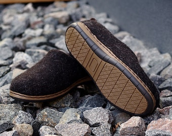 READY to SHIP in size EU44/US mens 10.5 Felt wool outdoor shoes in dark brown with flexible rubber soles