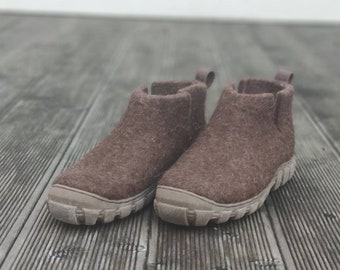 READY to SHIP Felt wool short ankle boots size EU41 in natural brown wool, flat bottom shoes, flat ankle boots
