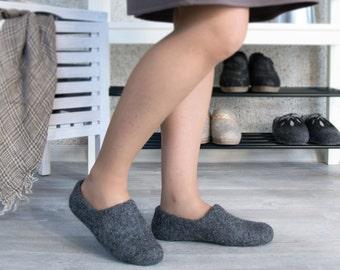 Felt slippers dark gray organic wool no dye