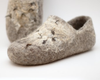 READY to SHIP in size EU39/us women's 8.5 Comfortable clogs with wild decor, ethical shoes from 100% cruelty free wool