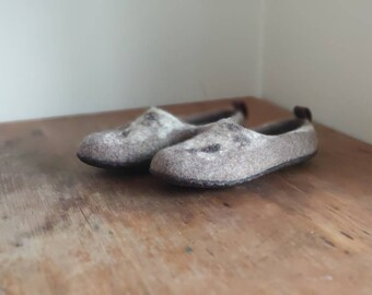 READY to SHIP size EU38/Us womens 7.5 Comfortable clogs with wild decor, ethical shoes from 100% cruelty free wool