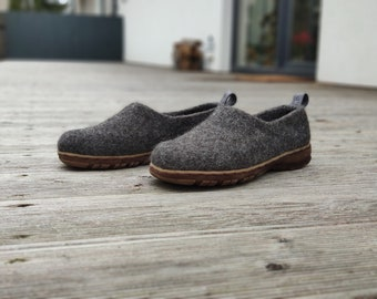 Wool shoes for women in dark gray with rubber soles