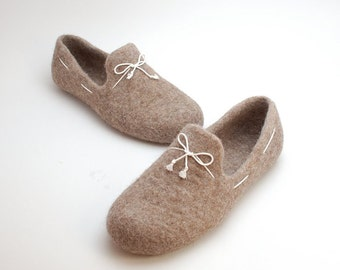 READY to SHIP tan felt loafers size EU 43/us women 10.5 with white laces