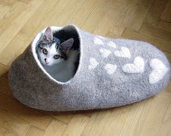 Cat cave - Cat bed - Cat house - Pet furniture - Handmade felted cat house of natural undyed grey wool - Made to order - Gift for cat lover