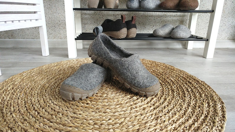 Felt wool outdoor shoes in Grey with sturdy rugged rubber Gray