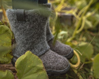 Kids' boots from grey organic wool with durable rubber soles