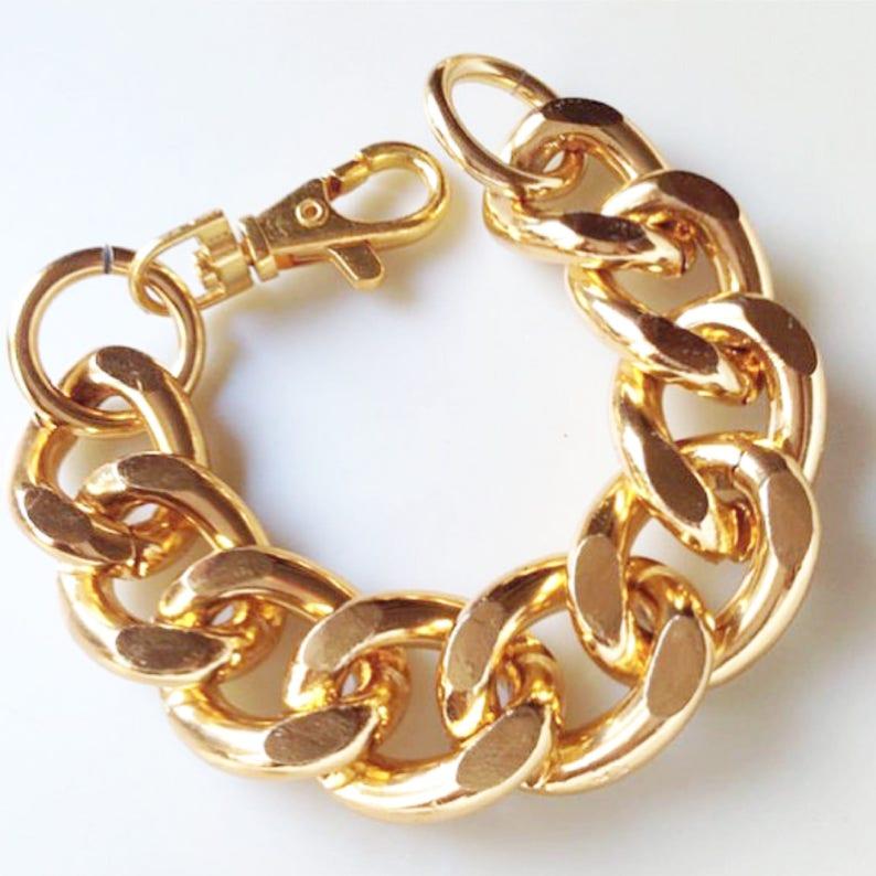 b003c68501b75 Large Chunky Gold Chain bracelet, Chunky chain bracelet, Chunky chain  Jewellery, Chunky link bracelet, Chunky bracelet, Chunky jewelry