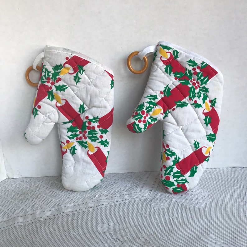 Sale Vintage Fabric Oven Mitts / Christmas Holly Berry  and image 0