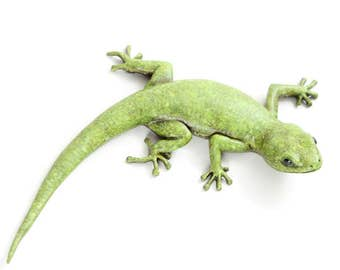 Gecko - size 5, green, 'c' shape. Bronze Open Edition