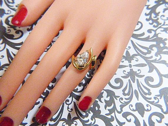 Vintage Gold Ring With Sparkling CZ Teardrop Soli… - image 3