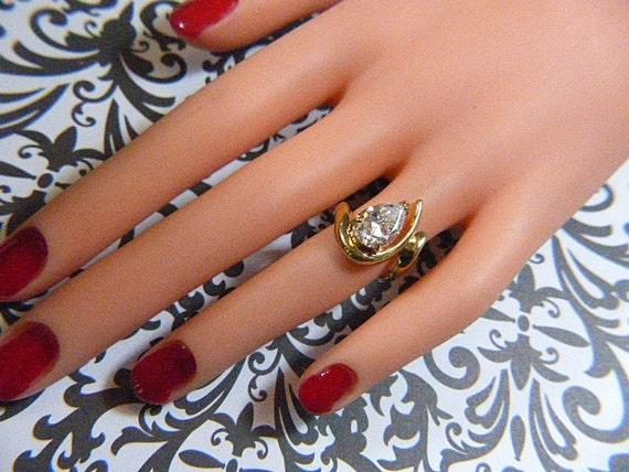 Vintage Gold Ring With Sparkling CZ Teardrop Soli… - image 2