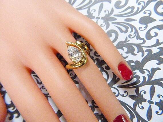 Vintage Gold Ring With Sparkling CZ Teardrop Soli… - image 1