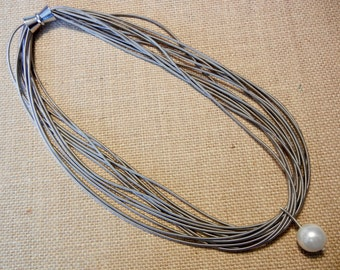 Piano Wire Necklace Silver with white pearl