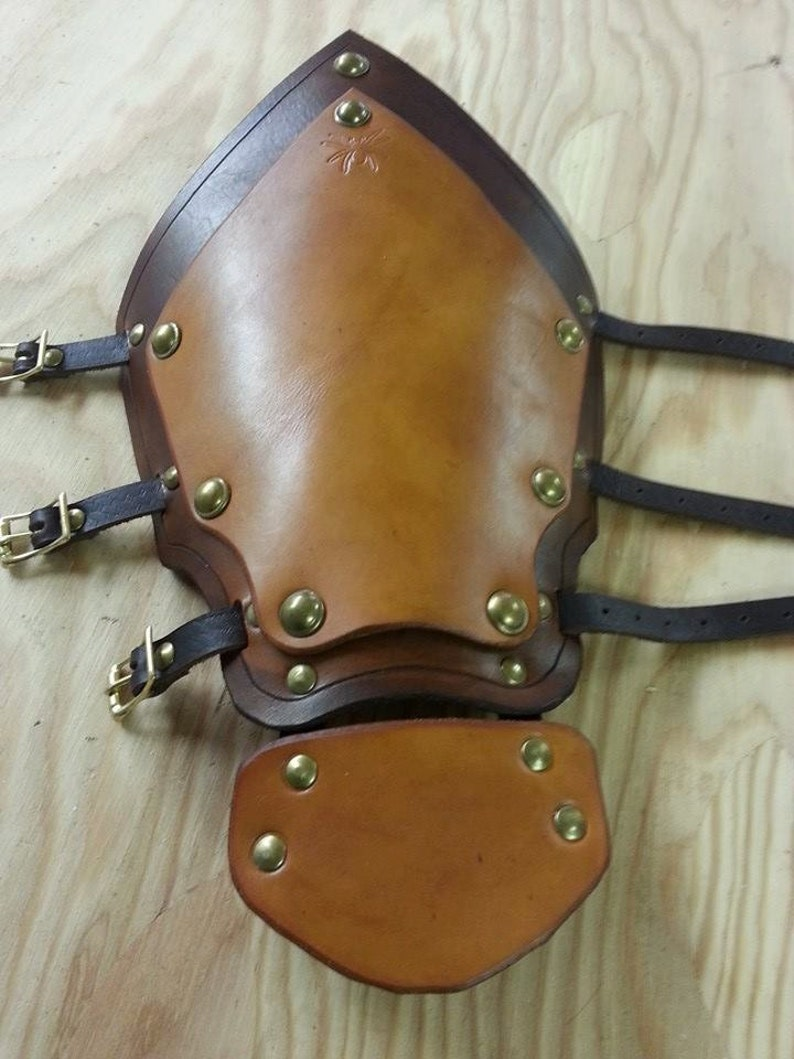 Leather Armor Layered Gauntlets image 0