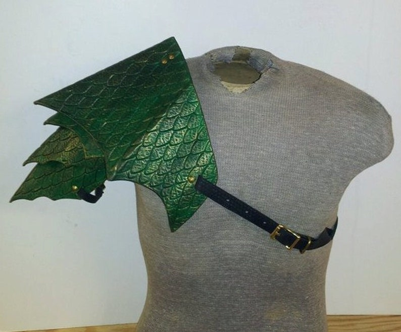 Leather Armor Dragon Scale Shoulder image 0