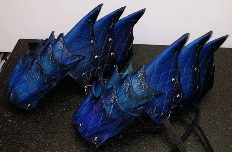 Leather Armor Dragon Scale Gauntlets image 0