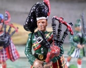 Vintage Figurine Scottich Lead Soldier Playing Bagpipe set of 3 t633