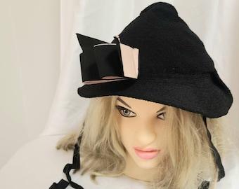 Vintage 1930s Hat Round Black Mesh Hat Small Brim Pink Black Bow Pink Trim Ties Under Neck Bonnet Hat Art Deco Rockabilly 22.5 in.