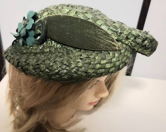 Vintage Green Hat 1930s 40s Round Green Woven Straw Brim Hat Veil Velvet Ribbon Faux Flowers Art Deco Rockabilly 22 in. some flaws
