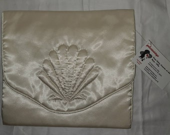 Unused Vintage 1930s 40s Lingerie Bag Cream Satin Delicates Holder Envelope Bag Embroidered Shell Motif