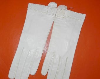 SALE Unworn Vintage Leather Gloves 1950s Off White Kid Leather Gloves Great Vintage Button Tab Detail Wedding Bridal Rockabilly S