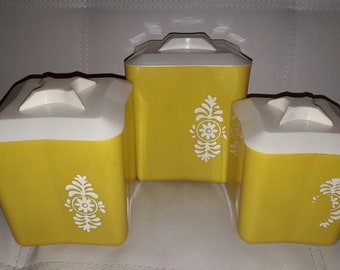 Vintage Canister Set Mid Century Yellow White Plastic Nesting 3 Piece Kitchen Canister Set Star Shaped Lids USA Kuechenbehaelter Set