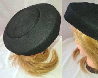Vintage Saucer Hat 1940s 50s Small Round Black Saucer Platter Hat Film Noir Rockabilly 21 inches