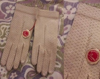 Unworn Vintage Gloves 1950s 60s Thin Beige Perforated Leather Gloves Peccary Italy NWT Elegant Rockabilly Mod 6 1/2