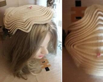 Vintage 1950s Hat Cream Pleated Finely Woven Straw Sculptural Half Hat USA Rockabilly Wedding Bridal
