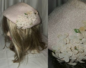 Vintage 1950s Hat Small Light Pink Straw Half Hat Bonnet Small Fabric Flowers Rockabilly 23 in.