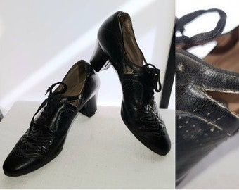 Vintage 1920s 30s Shoes Black Perforated Oxford Lace Up Shoes Cutouts at Sides Art Deco Arts and Crafts a few condition issues
