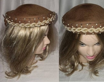 Vintage 1940s 50s Hat Small Round Brown Wool Hat Braid Trim Pearls Studs Bows Rockabilly 20 in.
