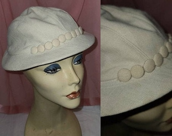Vintage 1930s 40s Hat Jaunty Cream Linen Cap Fabric Covered Button Detail Art Deco 21.5 in.