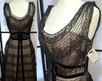 Vintage 1950s Dress Fine Black Lace Pink Nude Illusion Fancy Dress Full Skirt Fit and Flare Cocktail Prom Rockabilly Pinup S chest 36 in.