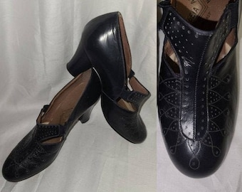 Vintage 1930s Shoes Very Dark Navy Blue Leather Pumps Mary Janes Heels Perforated Designs Cutouts Art Deco Flapper sz 4.5 5