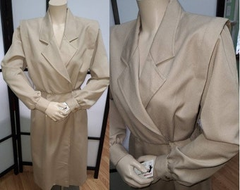 Vintage 1970s 80s Coatdress Lightweight Coat Beige Trenchcoat Style Padded Shoulders Boho S chest 37 in.
