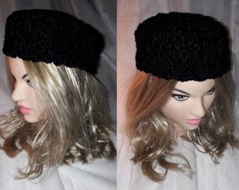 Vintage Fur Hat 1930s 40s Small Round Soft Black Persian Lamb Fur Pillbox Hat Unstructured Cap Art Deco Rockabilly 22.5 inches