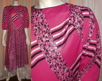 Vintage 1980s Dress Pink Black Abstract Geometric Floral Print Nylon Blouson Top Made in France French Boho Secretary L chest to 41 in.