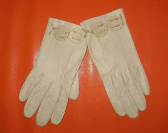 SALE Vintage Gloves 1930s 40s 50s Beige Kid Leather Gloves Buff Color Round Cutouts Unique Art Deco Rockabilly S
