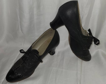 Vintage 1930s Shoes Black Leather Oxford Pumps Heels Spectator Style Unique Details Art Deco Flapper US 4 1/2 very small