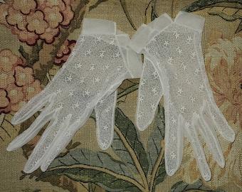 Vintage 1950s Gloves Sheer Creamy White Embroidered Nylon Gloves Starburst Design Rockabilly Wedding Bridal 6.5 7 thin hands