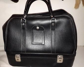 Vintage Travel Bag 1950s 60s Large Black Vinyl Cosmetic Case Weekender Top Handle Bottom Cosmetic Tray USA Mod Boho