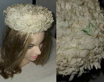 Vintage Floral Hat 1950s Small Round White Floral Pillbox Hat Pearls Rockabilly Wedding Bridal 18.5 in.