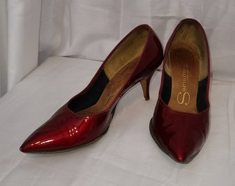 Vintage 50s Pumps Shiny Cherry Red Patent Leather Heels Socialites Rockabilly 5 1/2 M