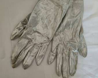 Vintage Silver Gloves 1960s Metallic Silver Wrist Gloves Stretch One Size Made in Japan Mod S M